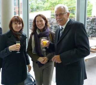 Hr. Sommer im Gespräch mit Fr. Kählert (1. v. links) und Fr. Dr. Rack (Fotos: A. Reiss)