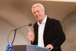 Ein Ort, an dem man wachsen kann: Schulseelsorger Ottmar Leibold definiert die Engelsburg in seiner Ansprache aus ihrem chrsitlichen Geist heraus. Foto: SMMP/Bock