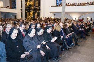Aus Heiligenstadt und Bestwig waren auch viele Schwestern zu der Verabschiedung gekommen. Foto: SMMP/Ulrich Bock