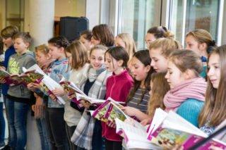 Die Vokalklasse eröffnet den Festakt. Foto: SMMP/Ulrich Bock
