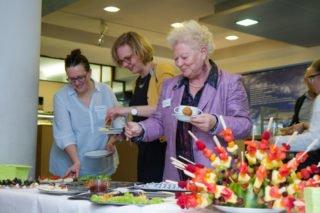 Abschließend sind alle Gäste zu einem reichhaltigen Imbiss eingeladen, den das Team der Cafeteria vorbereitet hat. Foto: SMMP/Ulrich Bock