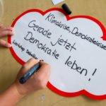 Auf einer Wolke halten die Jugendlichen zum Abschluss ihres Workshops eine wesentliche Erkenntnis im Hinblick auf Demokratie fest.