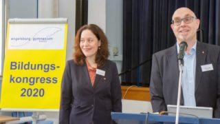 Schulleiter Thorsten Prinz und seine Stellvertreterin Dr. Monika Rack begrüßen die Gäste zu dem Bildungskongress. Foto: SMMP/Ulrich Bock