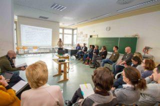 """Professorin Dr. Dorit Bosse berichtet von der Erfahrungen des individualisierten Lernens an der Oberstufe einer Modellschule in Berlin. Dabei stellte sie fest: """"Mit diesem Thema bin ich eigentlich ganz weit weg von dem Thema Dr. Melloys und doch immer wieder ganz nah dran."""" Foto: SMMP/Ulrich Bock"""