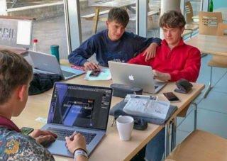"""Benjamin Klein und Lukas Kramny bei der Arbeit an """"Integra"""". Foto: privat"""